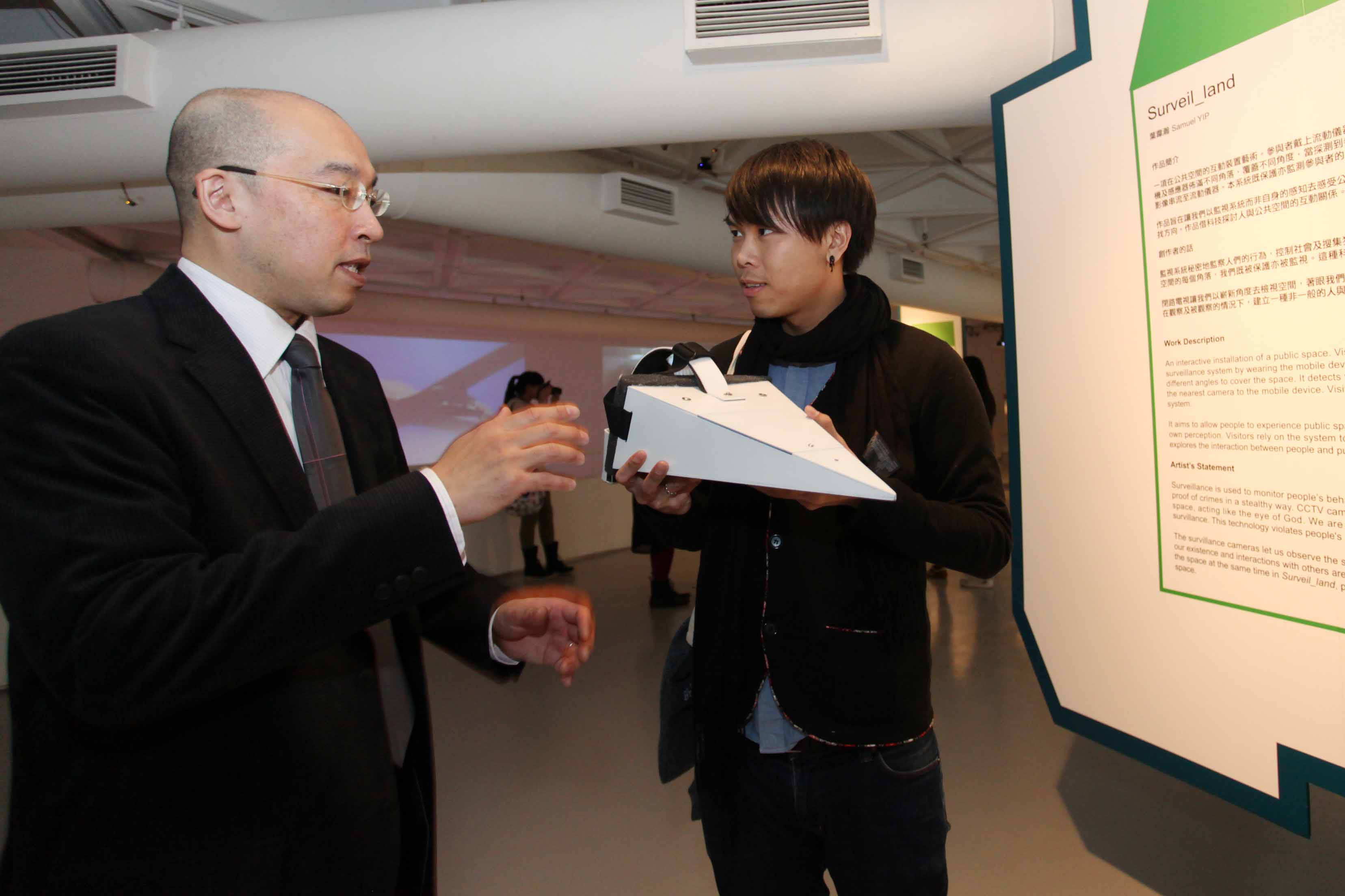 Ryusuke Ito gave comments to one of the finalists, Samuel Yip, on his work <i>Surveil_land</i>.