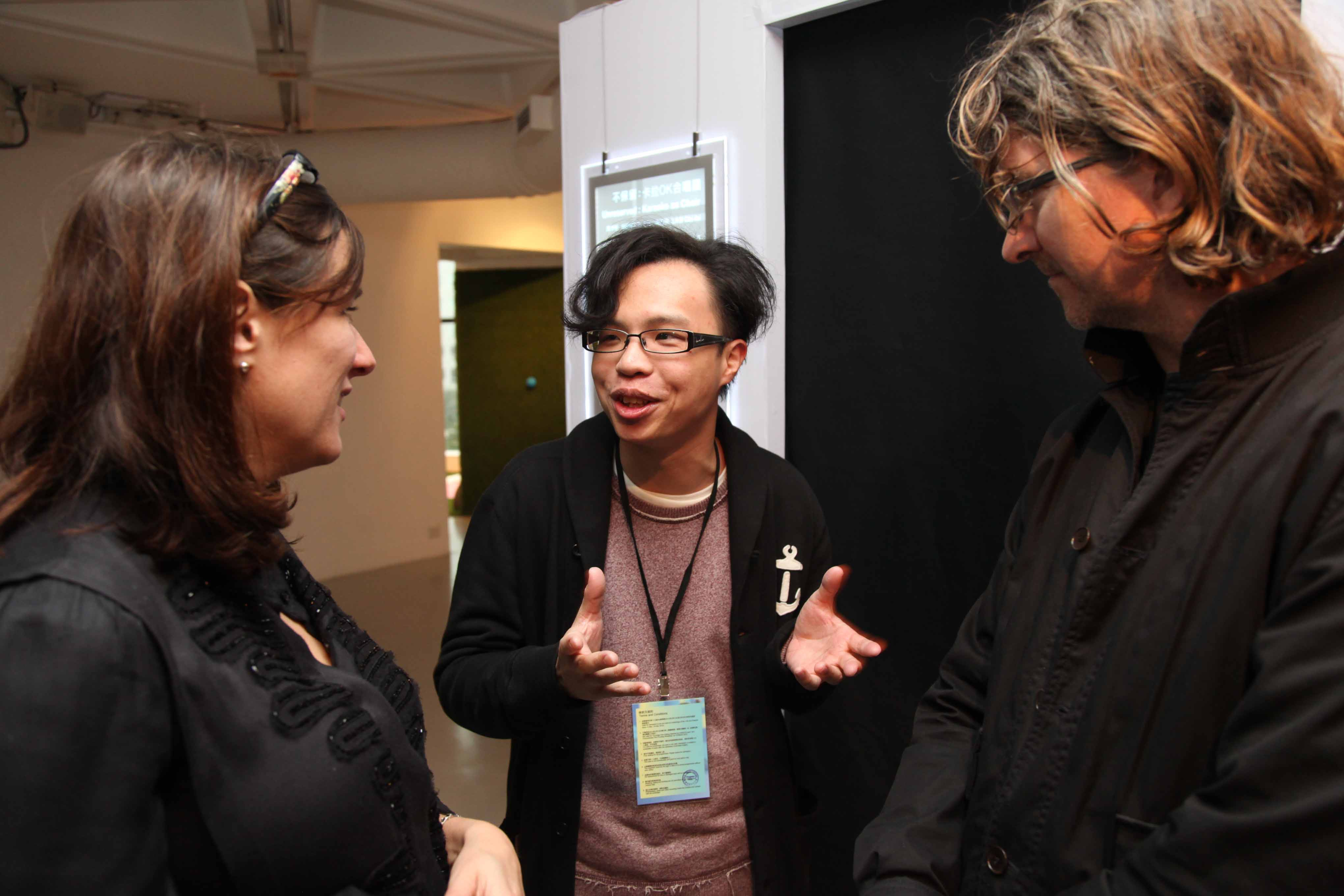 Jennifer & Kevin McCoy was having dialogue with one of the finalists, Sampson Wong.
