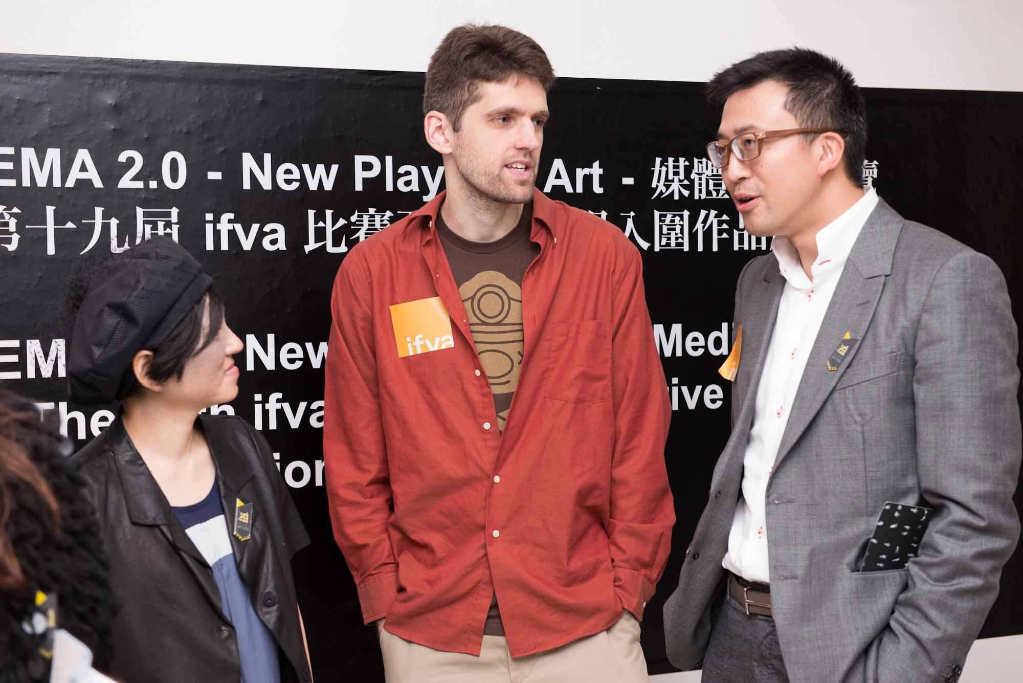Douglas Wilson與香港藝術中心監督團成員呂慶耀先生及總幹事林淑儀女士交流