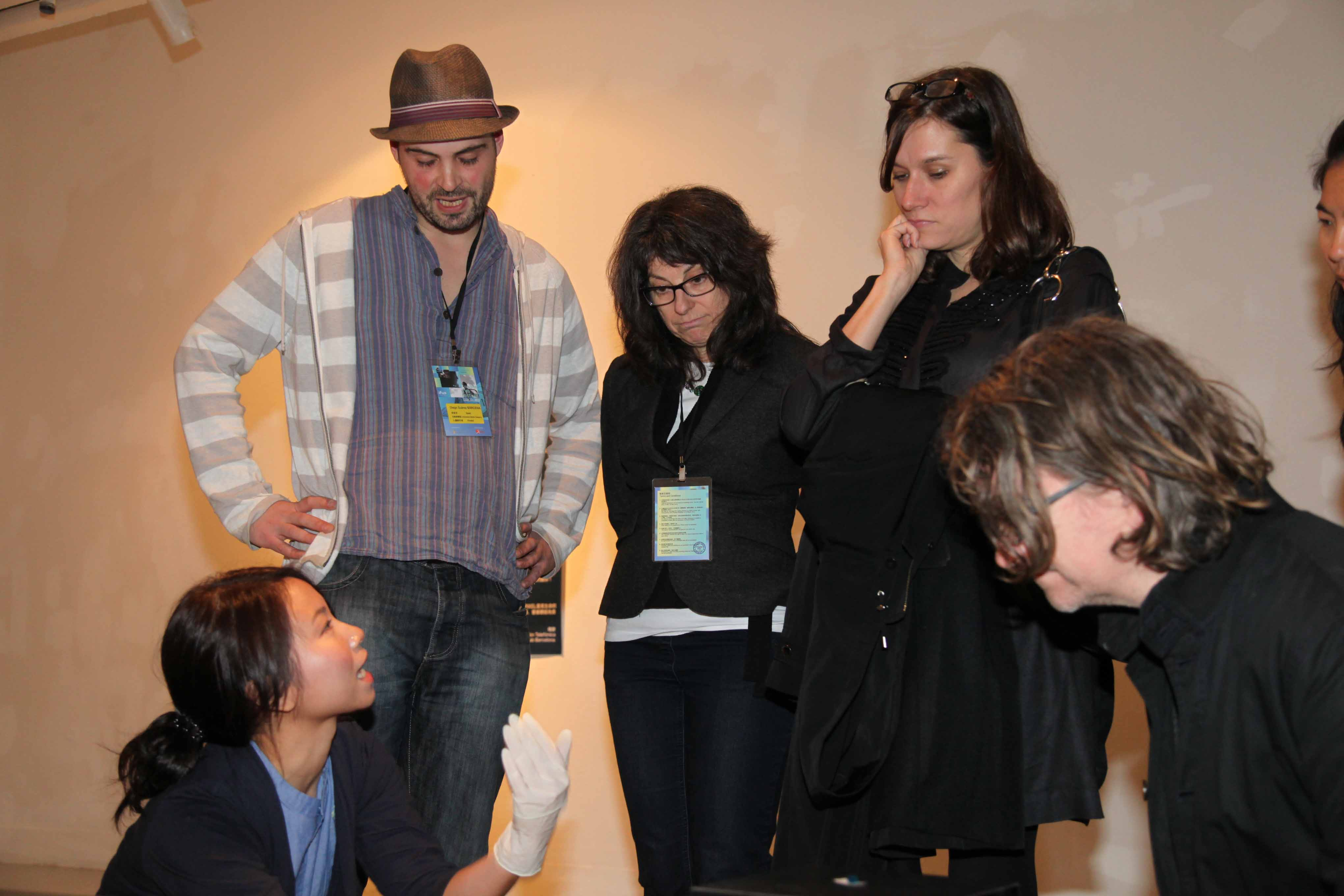 Diego Suárez Bárcena and Ani Pui-hing explaining their finalist work <i>Pixel Bite</i> to Diane Landry and Jennifer & Kevin McCoy