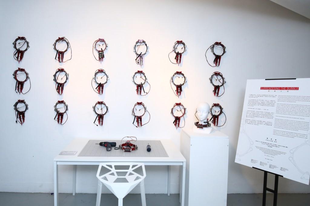 ifva 歷屆得獎者 XCEED 為展覽設計了頭戴裝置<i>《導航環》</i>,創造獨特的空間干預體驗