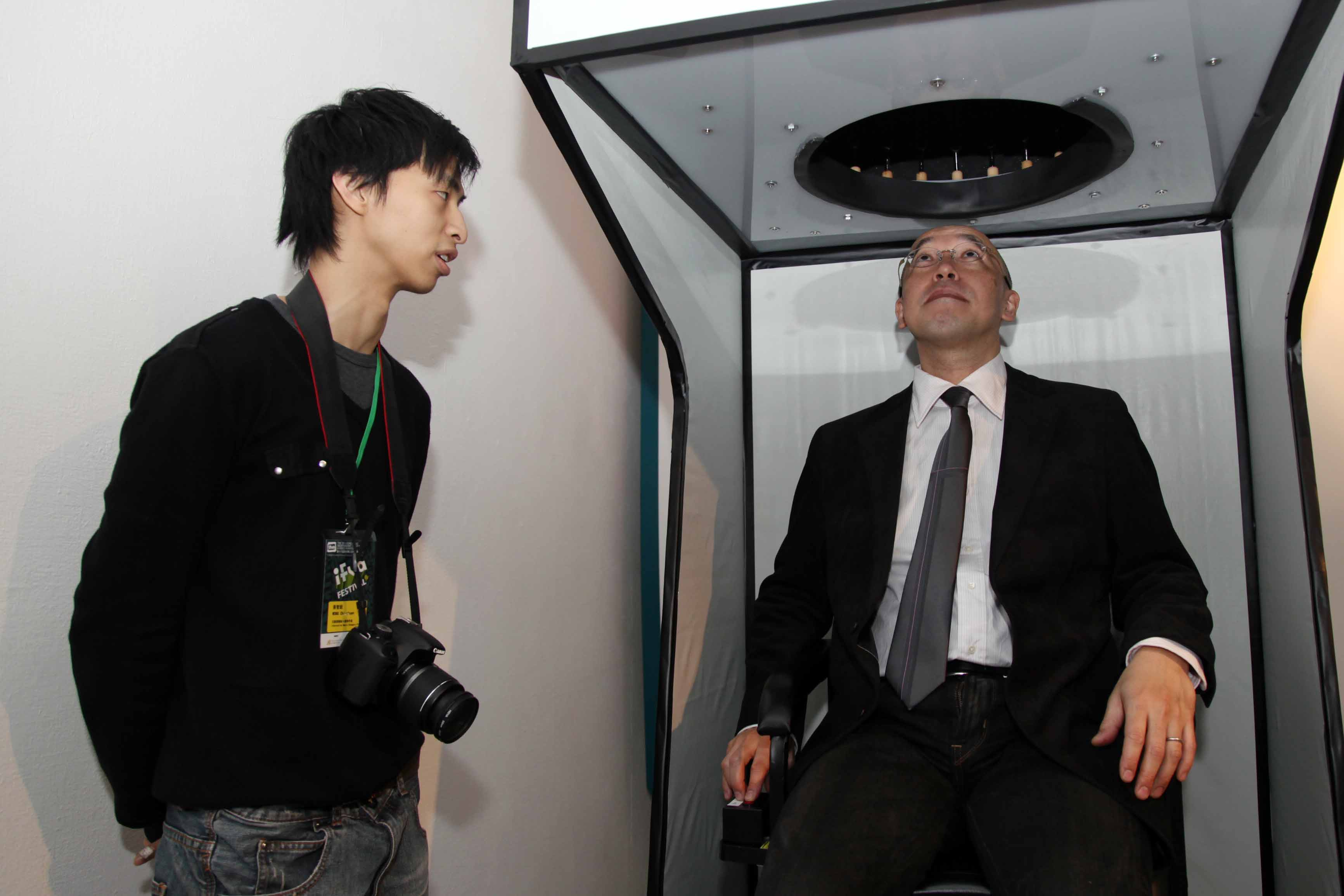 Ryusuke Ito participated in the Gold Award-winning work, 10Hz, by local artist Kenny Wong.